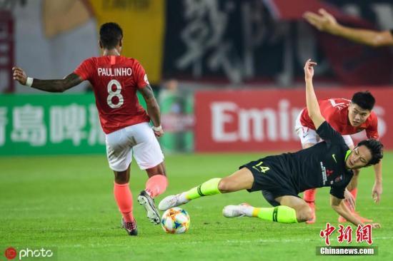 资料图:广州恒大(红)在亚冠比赛中。钟振彬 摄 图片来源:IC photo