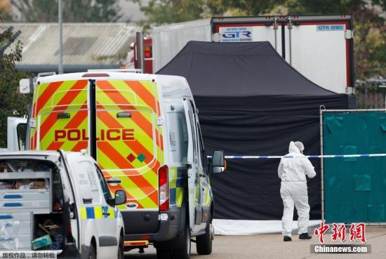 本地工夫10月23日清晨,英国警圆正在埃塞克斯一辆卡车散拆箱内,发明了39具尸体。