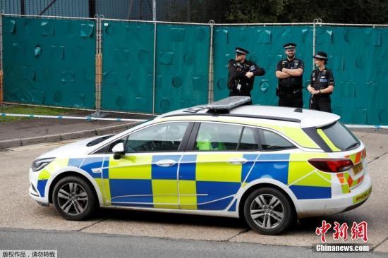 當地時間10月23日凌晨,英國警方在埃塞克斯一輛卡車集裝箱內,發現了39具遺體。英媒稱,據初步跡象表明,死者包括一名青少年。警方稱,該輛卡車來自保加利亞,于19日進入英國。目前,司機已被逮捕。