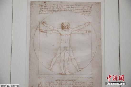 资料图:为纪念意大利文艺复兴巨匠为达·芬奇纪念展逝世500周年,法国巴黎卢浮宫于2019年10月24日起举行展览,展出达芬奇约160件作品,除了画作外,还有他的数十项研究记录和科学扫描图,让人们更全面了解达芬奇不同方面的成就。