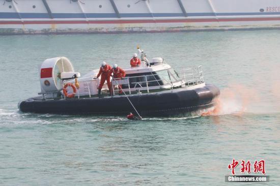 资料图:救捞系统应急演练。 刘飞 摄