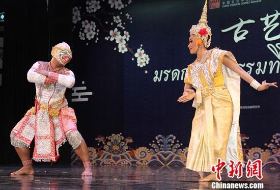 10月22日,泰国孔剧《哈努曼猴王追捕美人鱼》表演。a target='_blank' href='http://www.chinanews.com/'中新社/a记者 王国安 摄