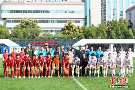 国际军体理事会主席皮奇里洛现场观看朝韩女足半决赛