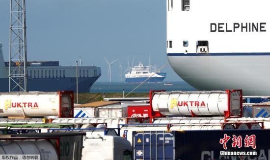 比利时检方10月24日确认,运送受害者尸体的集装箱是通过比利时泽布吕赫港(Zeebrugge)前往英国。比利时警方调查的初步结果显示,该集装箱于22日下午离开泽布吕赫港乘坐渡船前往英国。目前比利时与英国已开始合作进行联合调查。图为比利时泽布吕赫港(Zeebrugge)。