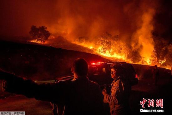 加州野火肆虐又陷红色火海 一夜之间蔓延近万英亩(图)