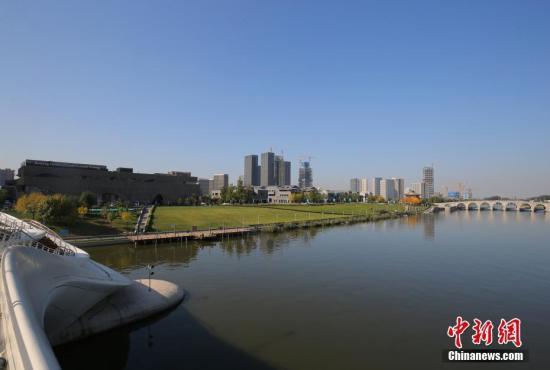 资料图:北京城市副中心运河畔。 中新社记者 杨可佳 摄