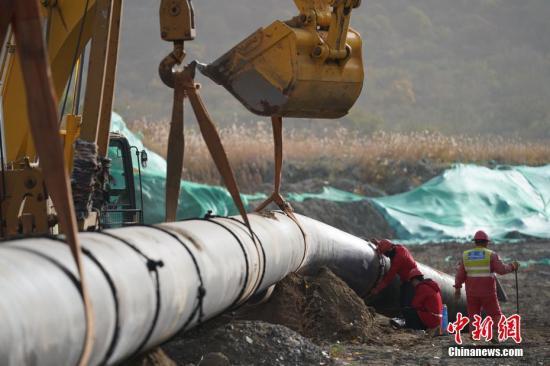 资料图:天然气管道施工现场。<a target='_blank' href='http://www.chinanews.com/'>中新社</a>记者 苏丹 摄
