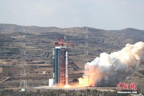 北京时间11月3日11时22分,中国在太原卫星发射中心用长征四号乙运载火箭,成功将高分七号卫星发射升空,卫星顺利进入预定轨道,任务获得圆满成功。陆兴 摄