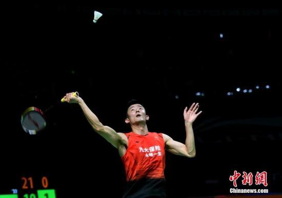 11月6日,谌龙在比赛中。当日,在2019中国(福州)羽毛球公开赛男单首轮比赛中,中国选手林丹以1比2不敌队友谌龙,无缘下一轮。<a target='_blank' href='http://www.chinanews.com/'>中新社</a>记者 吕明 摄