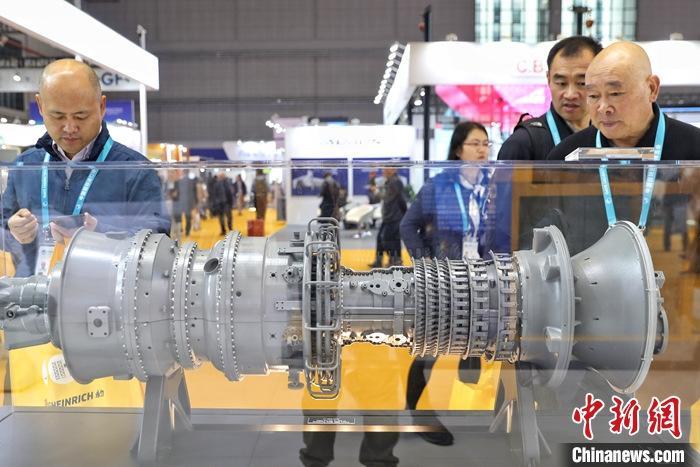 資料圖:第二屆進博會在上海舉辦,圖為美國機械設備參展商CAT公司亮相進博會。<a target='_blank' href='http://www.aifeixidy.cn/'>中新社</a>記者 張亨偉 攝
