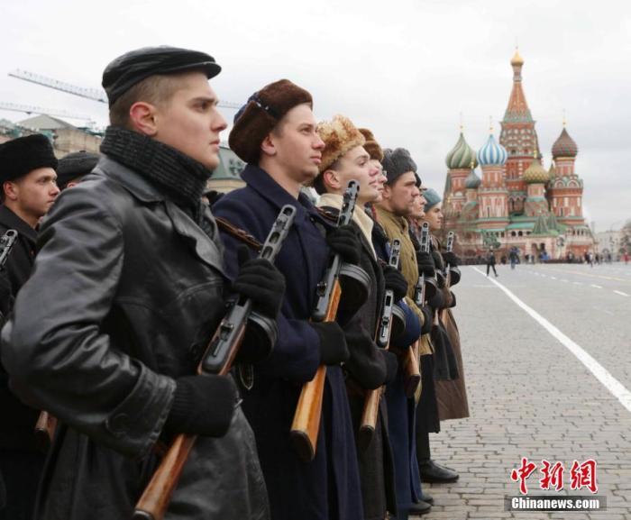 俄胜利日阅兵:空天军将组建16个空中梯队接受检阅图片