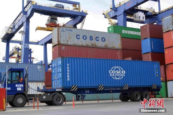 图为中远海运港口比雷埃夫斯码头有限公司在比港经营的集装箱码头。/p中新社记者 李洋 摄