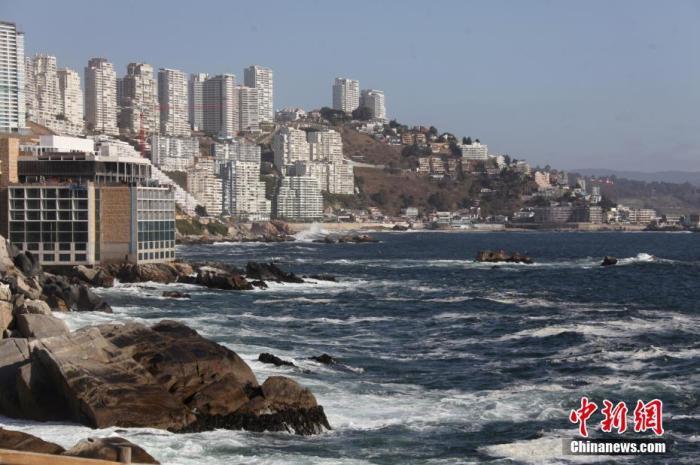 图为11月3日拍摄的智利比尼亚德尔马海岸线景色。中新社记者 余瑞冬 摄