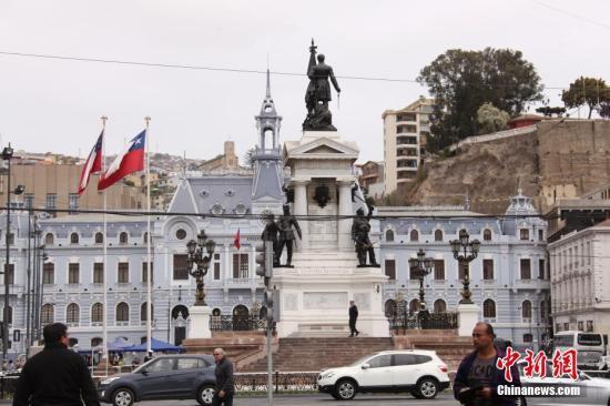 响应抗议者要求 智利政府宣布将草拟新宪法