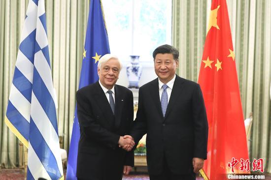 当地时间11月11日,中国国家主席习近平在雅典同希腊总统帕夫洛普洛斯会谈。中新社记者 盛佳鹏 摄