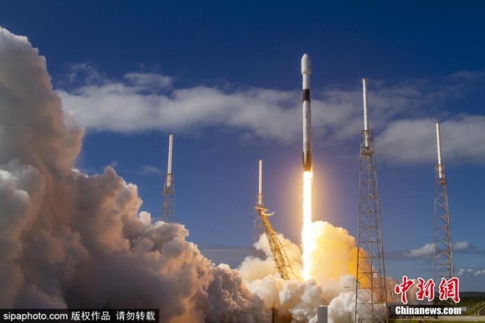 """财经媒体CNBC报道称,""""星链""""计划的卫星总数高达3万余颗,可以为全球任何角落提供高速互联网服务。Sipaphoto版权作品 禁止转载"""