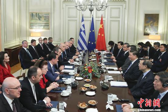 当地时间11月11日,中国国家主席习近平在雅典同希腊总理米佐塔基斯会谈。中新社记者 盛佳鹏 摄