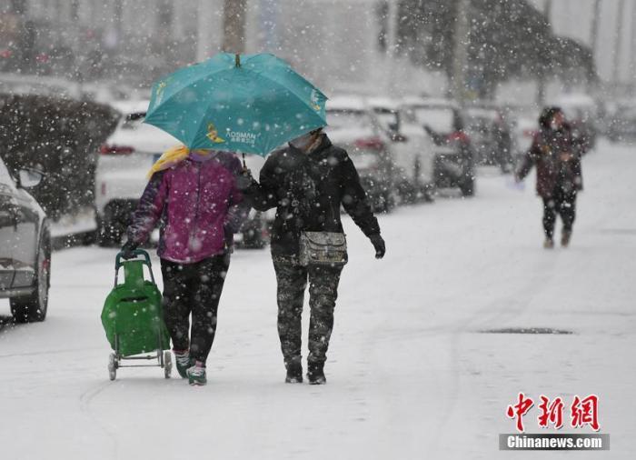 """中国气象局:""""春运""""初期中国将有较大范围雨雪天气"""