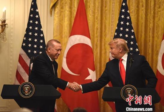 当地时间11月13日,美国总统特朗普与土耳其总统埃尔多安在白宫会晤。<a target='_blank' href='http://www.chinanews.com/'>中新社</a>记者 陈孟统 摄