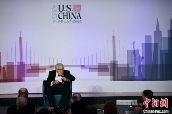 当地时间11月14日,美中关系全国委员会在纽约举行2019年年度晚宴。图为美国前国务卿基辛格在晚宴上致辞。中新社记者 马德林 摄