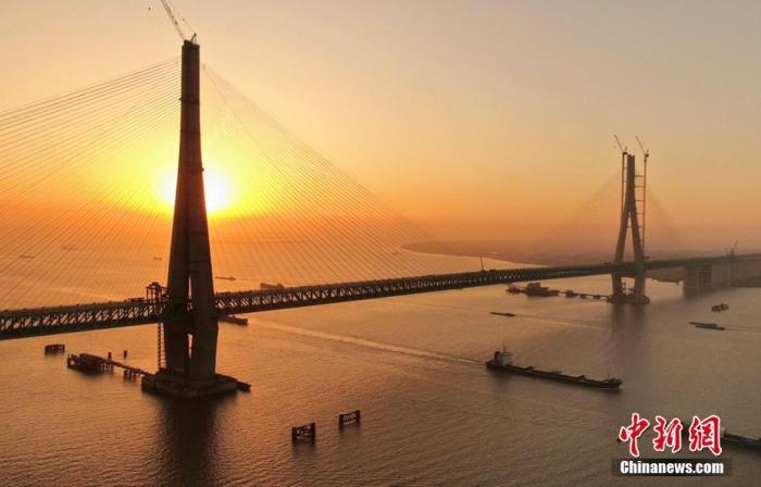 资料图:沪通长江大桥。 许丛军 摄