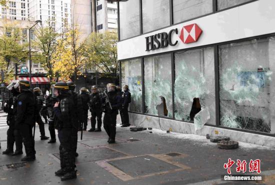 """法国""""黄马甲""""游行:警方逮捕上百名暴力示威者"""