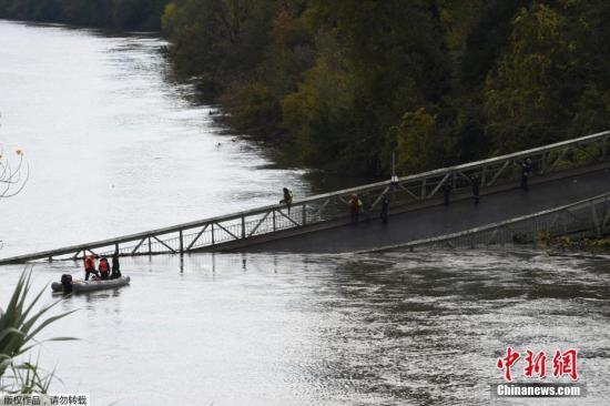 当地时间11月18日,法国西南部图卢兹市东北部塔恩河上的一座吊桥坍塌,造成1人死亡,另外有4人获救。有媒体称,死者为一名15岁未成年人。