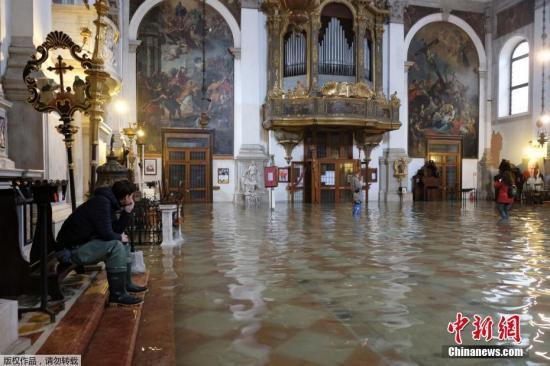 一周以来,被联合国列入世界文化遗产城市的威尼斯遭受53年来最严重的水患。