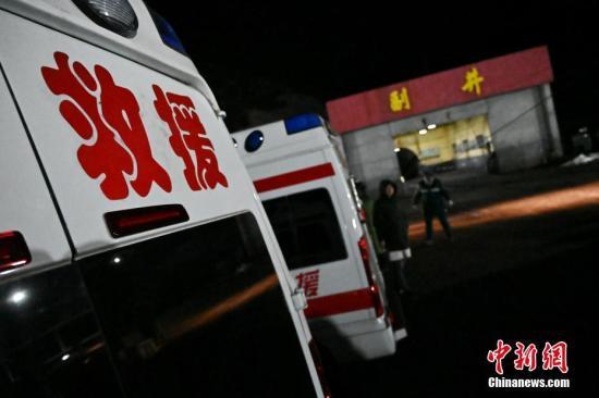 图为救援现场。中新社记者 韦亮 摄