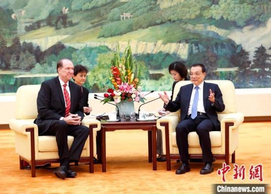 11月20日,中国国务院总理李克强在北京人民大会堂会见世界银行行长马尔帕斯。中新社记者 刘震 摄