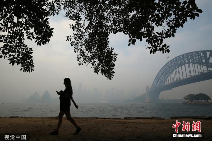 图为当地时间2019年11月21日,澳大利亚新南威尔士悉尼,澳大利亚多地遭林火侵袭。 图片来源:视觉中国