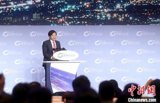 11月21日,2019世界5G大会主论坛在北京举行,小米集团董事长雷军发表演讲。/p中新社记者 张宇 摄