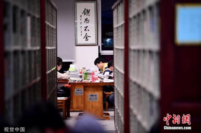 11月14日,又到一年考研季,沈阳各高校图书馆一座难求。沈阳 摄