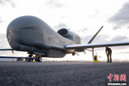 """邁出重要一步!北約首架""""全球鷹""""無人機進駐意大利境內基地"""