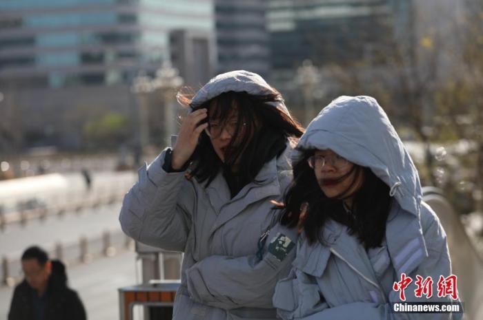 资料图:降温天气。 /p中新社记者 蒋启明 摄