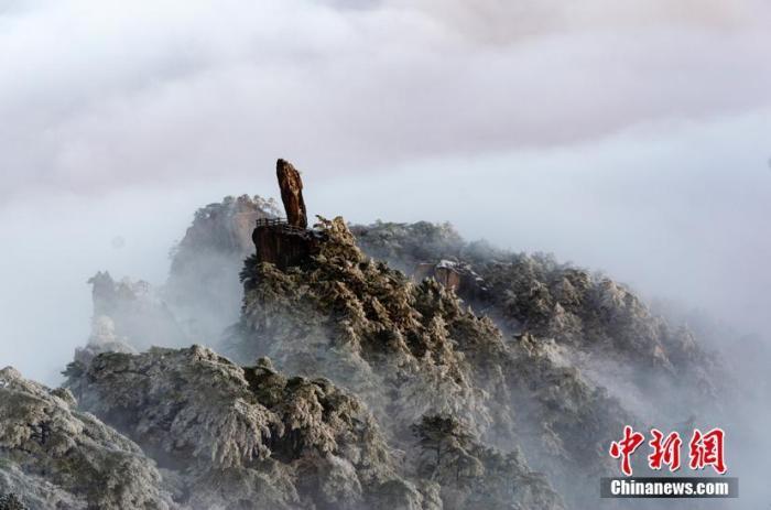 资料图:安徽黄山之巅。 方立华 摄