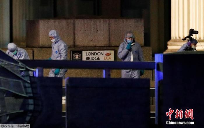 地时间11月29日,一男子在英国伦敦桥附近持刀行凶伤及多人,被警方开枪击毙。警方认为这次袭击属恐怖主义事件。