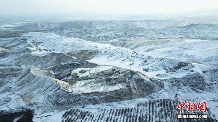 雪后祁连山银装素裹。武雪峰 摄