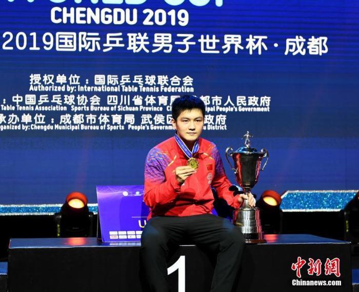 2019男乒世界杯冠军获得者中国选手樊振东。安源 摄