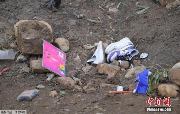 突尼斯一旅游大巴坠落山谷已致26人丧生