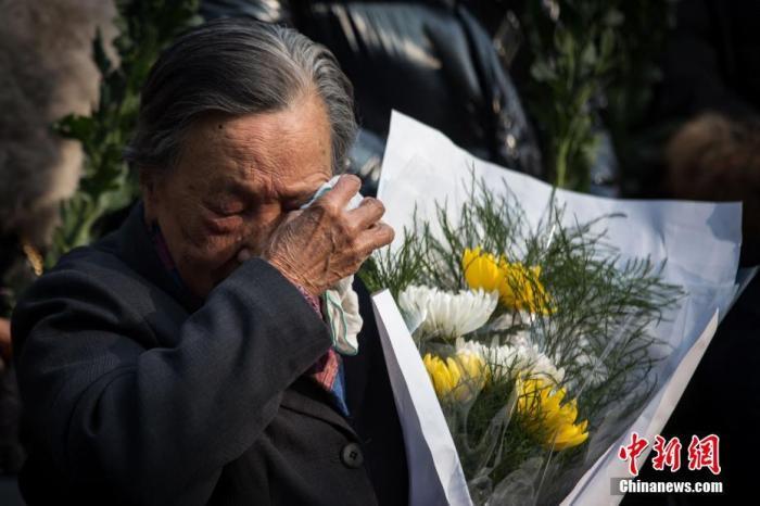 12月3日,南京大屠杀死难者家庭祭告活动在侵华日军南京大屠杀遇难同胞纪念馆遇难者名单墙前举行。<a target='_blank' href='http://www.chinanews.com/'>中新社</a>记者 泱波 摄