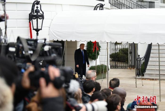 当地时间12月2日,美国总统特朗普从白宫出发,启程前往伦敦参加北约峰会。 /p中新社记者 陈孟统 摄