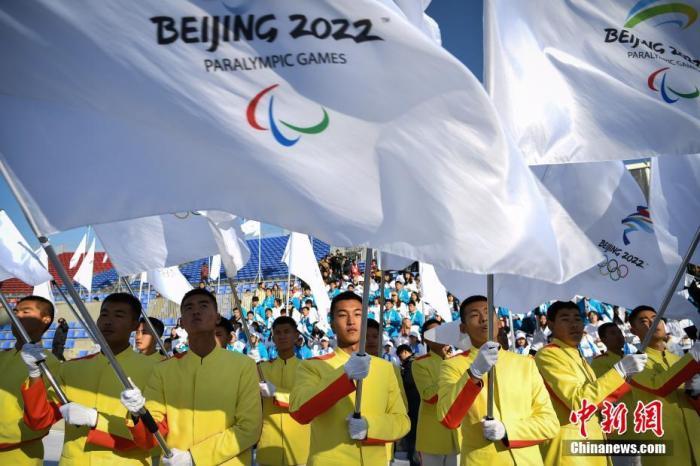12月5日,北京2022年冬奥会和冬残奥会赛会志愿者全球招募启动仪式在北京举办。北京冬奥组委面向全球发布北京2022年冬奥会和冬残奥会赛会志愿者招募公告,计划招募2.7万名冬奥会赛会志愿者,1.2万名冬残奥会赛会志愿者。中新社记者 崔楠 摄