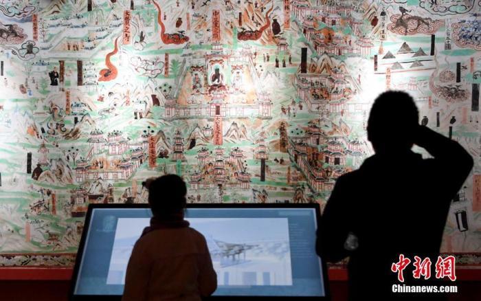"""资料图:2019年12月6日,""""一带一路 灵感敦煌""""敦煌壁画艺术精品文化展在昆明世博园开展。<a target='_blank' href='http://www.chinanews.com/'>中新社</a>记者 刘冉阳 摄"""