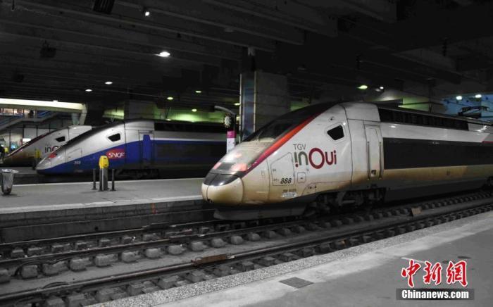 當地時間12月6日,法國大罷工持續進行。在巴黎蒙帕納斯火車站,大批列車停運,站臺空無一人。6日晚公布的數據顯示,有高達87.2%的法國火車司機當天罷工。<a target='_blank' href='http://www.msmbtz.tw/'>中新社</a>記者 李洋 攝