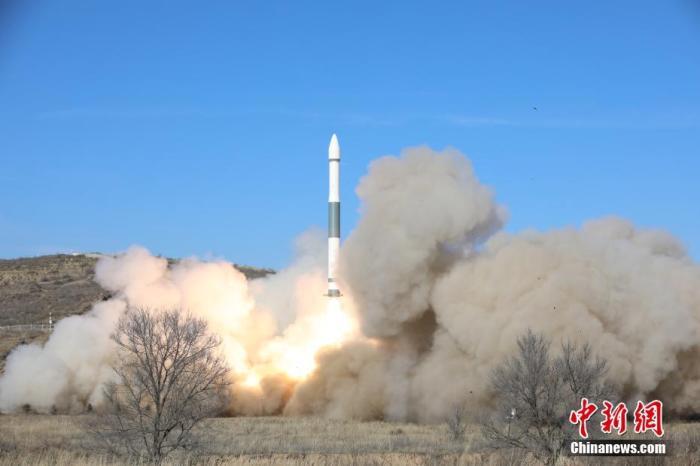 """北京时间12月7日10时55分,中国在太原卫星发射中心用快舟一号甲运载火箭,成功将""""吉林一号""""高分02B卫星发射升空。卫星顺利进入预定轨道,任务获得圆满成功。郑逃逃 摄"""