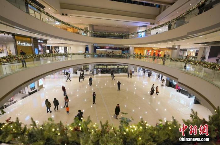 资料图:受到近期暴力事件的影响,香港商场客流减少。<a target='_blank' href='http://www.chinanews.com/'>中新社</a>记者 张炜 摄