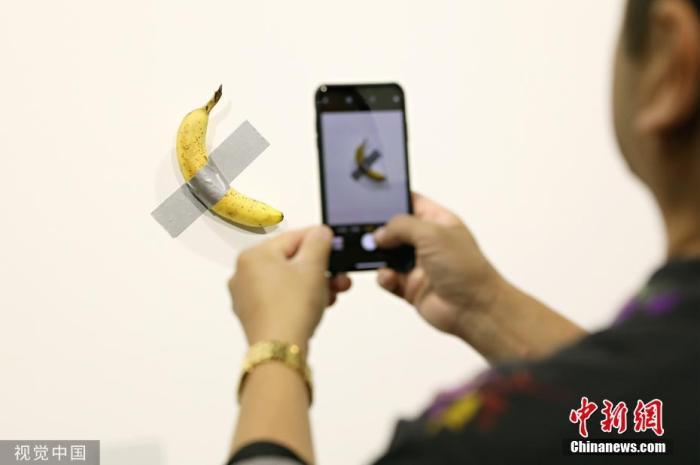 行为艺术?艺术展上售价12万美元的一根香蕉,被吃了