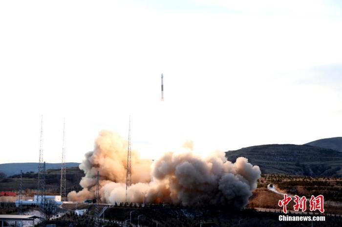 """北京时间12月7日16时52分,中国在太原卫星发射中心用快舟一号甲运载火箭,采用""""一箭六星""""的方式,成功将""""和德二号""""A/B卫星、天仪16/17卫星、天启四号A/B卫星发射升空。卫星顺利进入预定轨道,任务获得圆满成功。郑逃逃 摄"""