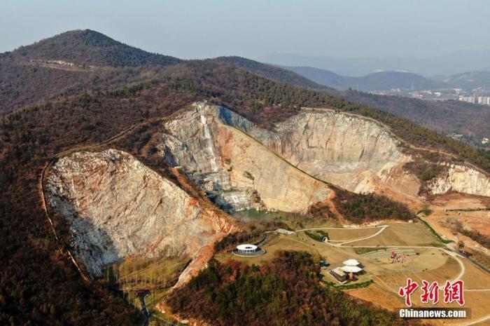 资料图:矿山变公园。 泱波 摄
